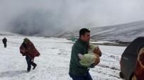 MAHSUR KALDI - Kar erken yağdı mahsur kaldılar!