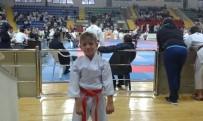 TÜRKMENISTAN - Foçalı Minik Karateci Uluslararası Arenadan Altın Çıkardı