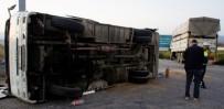 ULUDERBENT - İşçi Minibüsüne Kamyon Çarptı Açıklaması 9'U Ağır 31 Yaralı