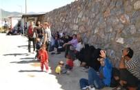 SAHİL GÜVENLİK - Mersin'de Tekneyle Yurt Dışına Kaçmaya Çalışan 114 Suriyeli Yakalandı