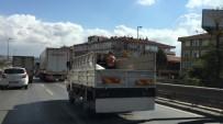 ÇEKIM - Çocukların Kamyonet Kasasındaki Tehlikeli Yolculuğu Kamerada