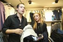 SIĞINMACILAR - Ünlü Hollywood Starı Sultanbeyli'de Suriyeli Aileyi Ziyaret Etti