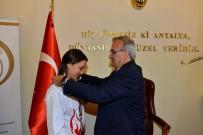 DÜNYA ŞAMPİYONU - Vali Karaloğlu'ndan Başarılı Sporculara Ödül
