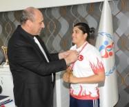 AVRUPA - Avrupa Boks Şampiyonu Busenaz Sürmeneli'den Gençlik Hizmetleri Ve Spor İl Müdür Vekili Öztürk'e Ziyaret