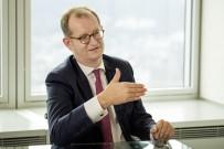 EURO - Dev banka 9 bin kişiyi işten çıkarıyor