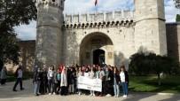 GENÇLİK MERKEZİ - Düzceli 40 Genç İstanbul'u Gezdi