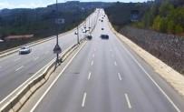 MOBESE KAMERALARI - Otoyolu Çarpışan Otomobil Pistine İşte Böyle Döndü