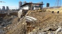 İKITELLI - Başakşehir'de Dev İstinat Duvarı Çöktü