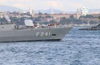 BALIK TUTMAK - Eminönü'ne Demir Atan Savaş Gemisine Yoğun İlgi