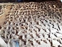 CEPHANELİK - Üsküdar'da gömülü tabancalar bulundu