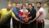 TÜRKIYE BISIKLET FEDERASYONU - Yıldız Bisikletçi, Kupayı Başkan Genç'e Hediye Etti