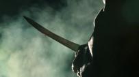 BIÇAKLI KAVGA - Annesinin cenazesinde yeğenini bıçakladı