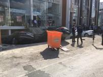 GÖRGÜ TANIĞI - Merter'de Yok Çöktü Açıklaması 6 Araç Çukura Düştü