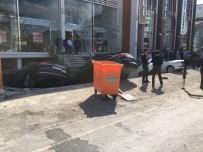 GÖRGÜ TANIĞI - Merter'de Yol Çöktü, 6 Araç Çukura Düştü