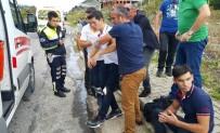 POLİS - Motosiklete 3 Kişi Bindiler, Kaza Yaptılar