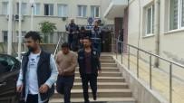 UYUŞTURUCU TİCARETİ - Polisin Çevirdiği Otomobilden 15 Kilo Esrar Çıktı