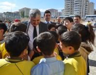 YEREL YÖNETİMLER - Yeşilyurt Belediyesi Okulların Eksikliklerini Gideriyor
