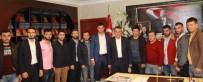 İBRAHIM SAĞıROĞLU - Yomra Belediye Başkanı İbrahim Sağıroğlu AK Parti Yomra Gençlik Kolları'nı Makamında Ağırladı