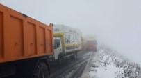 MAHSUR KALDI - Ardahan - Ardanuç Karayolunda Kar Ve Tipi Dolayısıyla Araçlar Yolda Mahsur Kaldı