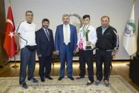 CUMHURİYET ALTINI - Başkan Çelik'ten Şampiyona Ödül