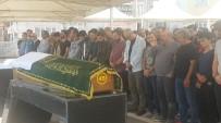 KULLAR - Kazada Hayatını Kaybeden Üniversiteli Gençler Toprağa Verildi