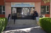 SAĞLIK TARAMASI - Siverek'te Bir Mahalle Karantinaya Alındı