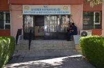 SAĞLIK TARAMASI - Siverek'te Kuduz Şüphesi Nedeniyle Mahalle Karantinaya Alındı