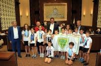 BAĞLUM - Başkan Ak Minik Şampiyonları Kabul Etti