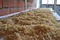 GÖZLEME - Ev Hanımları Kışlık Yiyecek Yaparak Aile Ekonomisine Katkı Sağlıyor