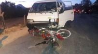 FARUK ARSLAN - Mersin'de Minibüs Motosikletle Çarpıştı Açıklaması 1 Yaralı