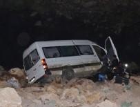 YOLCU MİNİBÜSÜ - Hakkari'de katliam gibi kaza