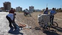 MOTOSİKLET SÜRÜCÜSÜ - Motosiklet, Üç Tekerlekli Seyyar Tatlı Bisikletine Çarptı Açıklaması 4 Yaralı