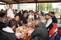 KULÜP BAŞKANI - Nazilli Maçı Öncesi BB Erzurumsporlu Futbolculara Kahvaltı İkramı