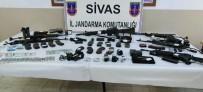 SAHTE KİMLİK - Teröristlerin Üzerinden Para Ve Silah Çıktı