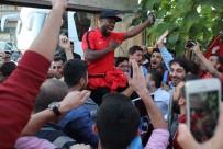TEKNİK DİREKTÖR - Trabzonspor'a Coşkulu Karşılama