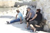 YARDIM ÇAĞRISI - Antalya'da Batan Tur Teknesinde Kaybolan 2 Kişi Aranıyor