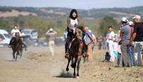 AT YARIŞLARI - Bursa'daki Rahvan At Yarışları'na Kızlar Damga Vurdu