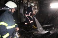 İSTİKLAL CADDESİ - Elazığ'da Bodrum Katta Çıkan Yangın Korkuttu