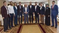 MEHMET SEKMEN - AK Gençlerden Başkan Sekmen'e Şükran Plaketi