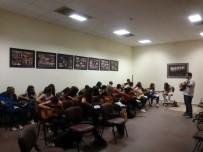 NEVŞEHİR BELEDİYESİ - Nevşehir'de Gençler Gitar Eğitimine Büyük İlgi Gösteriyor