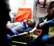ADıYAMAN ÜNIVERSITESI - Otomobil Kamyona Arkadan Çarptı Açıklaması 1 Yaralı