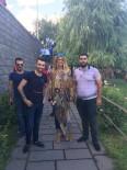 MANKEN - Tuba Özay Diyarbakır'da Tarihi Mekanları Gezdi