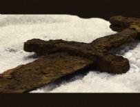 VIKINGLER - Bin yıllık Viking kılıcı bulundu