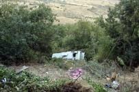 SERVİS OTOBÜSÜ - Safranbolu'da Servis Otobüsü Uçuruma Yuvarlandı Açıklaması 1 Yaralı