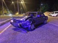 KOZCAĞıZ - Bartın'da Ticari Taksi İle Otomobil Çarpıştı, 2 Yaralı