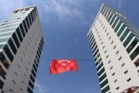 İKIZ KULELER - Dev Türk Bayrağı Çok Yakıştı
