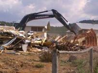 SOLAKLAR - FETÖ'den Aranan İş Adamının Yayla Evi Yıkıldı