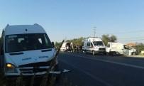 DAVUTLAR - Hasta Taşıyan Belediye Aracı Kaza Yaptı, 2 Yaralı