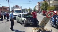 ADıYAMAN ÜNIVERSITESI - İki Otomobil Çarpıştı Açıklaması 2 Yaralı