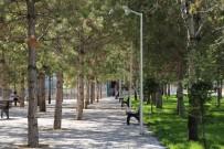 DEMOKRASİ PARKI - Karaman Belediyesi Parkları Yeniliyor